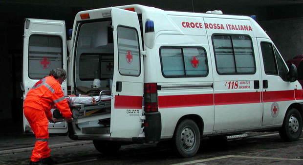 Milano, badante entra in casa e trova dottoressa in overdose vicino alla madre morta