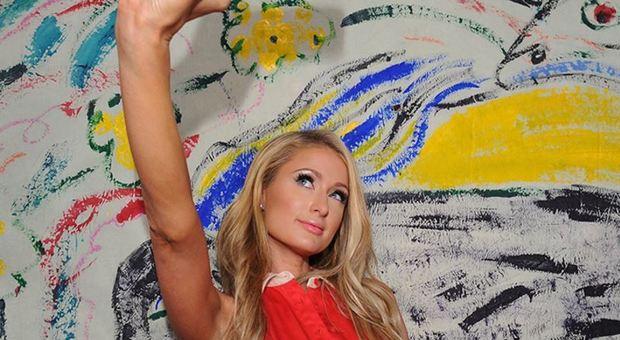 Paris Hilton pazza per le tute di ciniglia: «Ne ho più di 100, le indosso sempre»