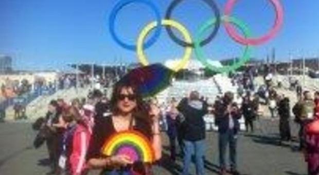 Sochi, Vladimir Luxuria arrestata dalla polizia mentre sventola bandiera gay: liberata in serata