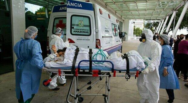 Covid, record di morti in Brasile: 2.841 in 24 ore. Terapie intensive all'80% in 15 città
