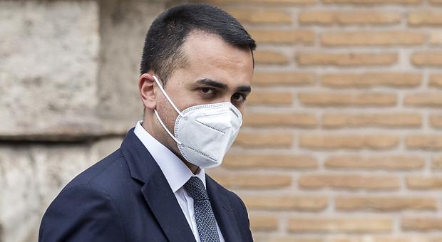 Covid, Di Maio: «Vaccino, le prime dosi entro fine anno»