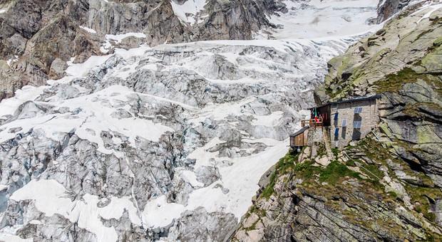 Ghiacciaio Monte Bianco, fronte franoso si spacca e raddoppia la velocità