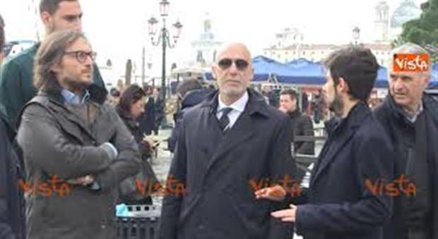 Delegazione calcio con Vialli e Donnarumma in Piazza San Marco a Venezia dopo l'acqua alta - Il Messaggero