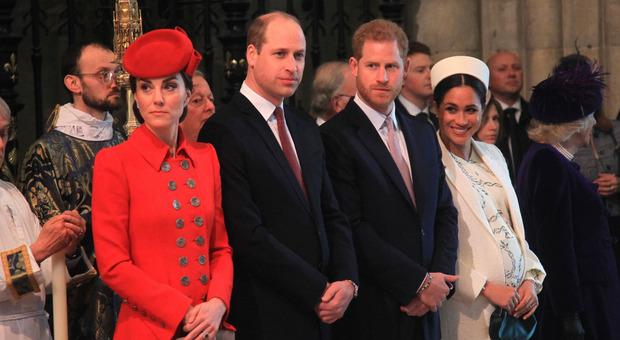 «Harry e Meghan gelosi di William e Kate»: le rivelazioni in una biografia non autorizzata
