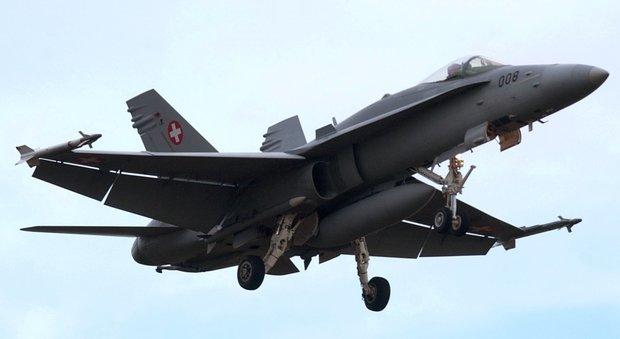 Trovato il caccia bombardiere svizzero scomparso sulle Alpi: nessuna traccia del pilota