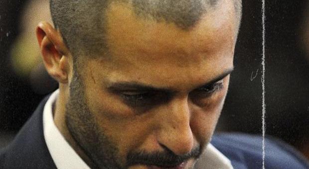 Fabrizio Corona rischia di tornare in carcere. La difesa: «Sono un essere umano, non un criminale»