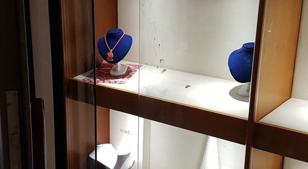 Roma, presa gang delle gioiellerie: in pochi mesi rubati 150mila euro