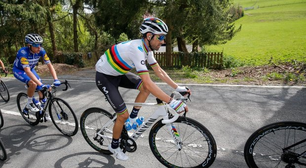 Ciclismo: Valverde infortunato, rinuncia al Giro