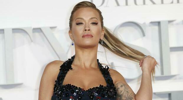 Covid, popstar Rita Ora festeggia il suo compleanno in un ristorante a Londra: multata