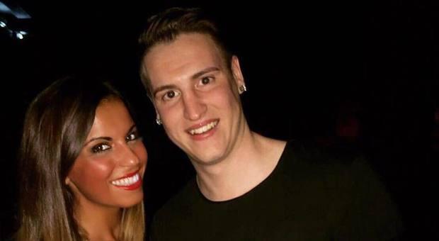 Calciatore uccide la ex e si suicida, su Fb scriveva: «Io avrò cura di te»