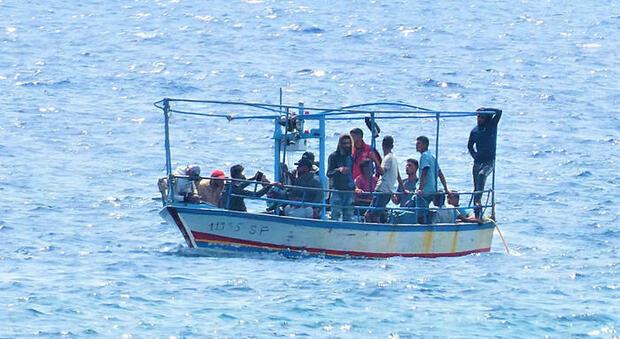 Migranti, nel nuovo Dl sicurezza cambia il sistema di accoglienza: niente multe