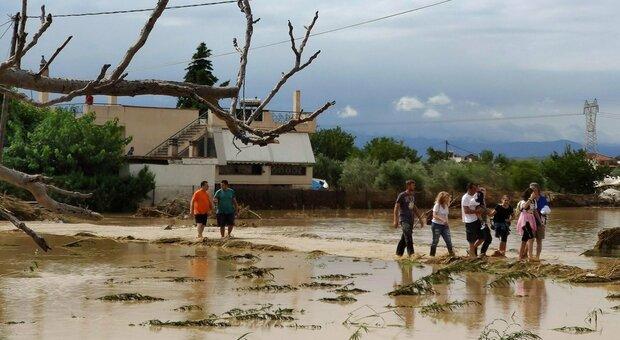 Grecia, tempesta sull'isola di Eubea: 7 morti, anche un bimbo di ...