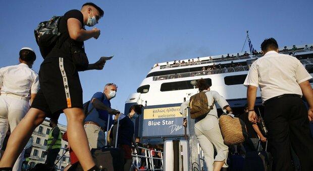 Coronavirus a Napoli, ragazza residente a Roma torna dalla Grecia ed è positiva: in quarantena a casa dei genitori