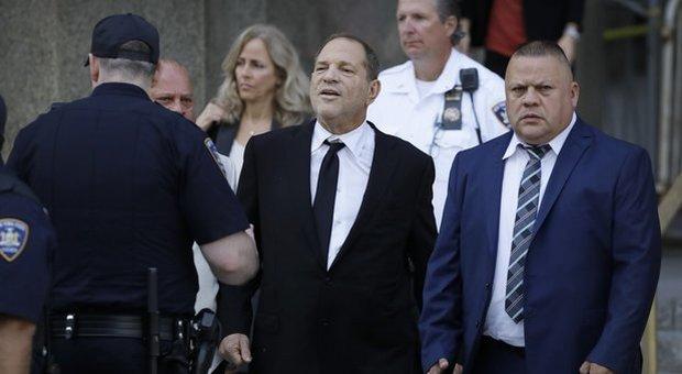 Altre quattro donne accusano in tribunale Weinstein di stupro: uno all'epoca aveva 17 anni
