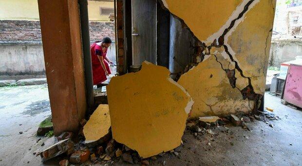 Terremoto India, forte scossa di magnitudo 6: «Crolli e tanta paura tra la gente»