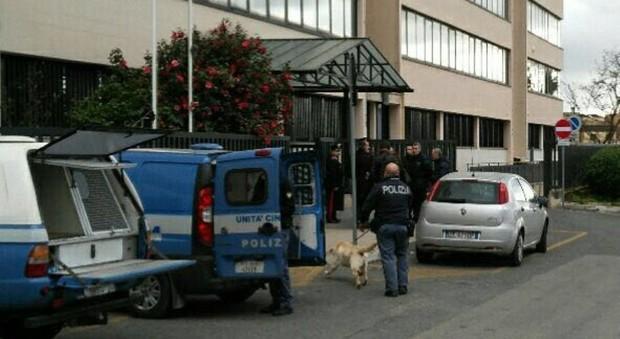 Velletri allarme bomba al tribunale evacuate centinaia - Allarme bomba porta di roma ...