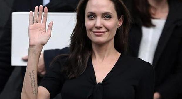 Angelina Jolie Nuove Nozze In Vista Con Un Misterioso Uomo Daffari