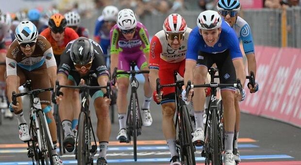 Giro d'Italia, quarta tappa al francese Demare al fotofinish