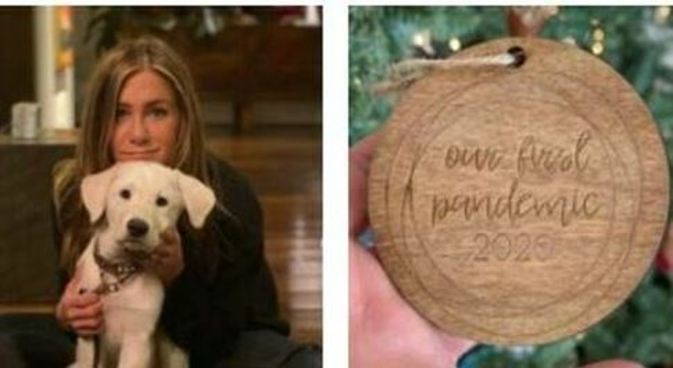 Jennifer Aniston, bufera sull'addobbo di Natale a tema Covid. I fan: «Come puoi scherzare sui morti?»