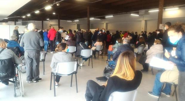 Code prima del vaccino: all'hub di Colonnella arrivano i carabinieri