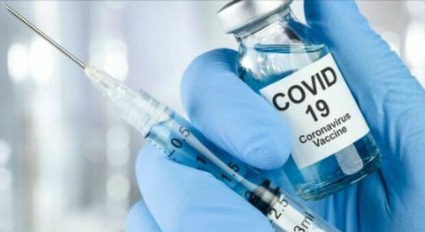 Arcuri: «Entro marzo vaccinati 7 milioni di italiani». AstraZeneca, in arrivo 249 mila dosi per prof, agenti e carceri