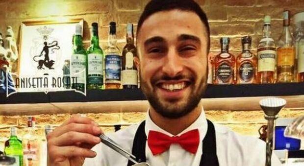 Ascoli Piceno, auto in un burrone: Jacopo muore a 26 anni, gravi due amici. Il sindaco: «Sarà dura non trovarti dietro il bancone»