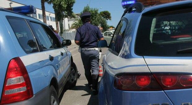 Roma, accoltellato mentre versa i soldi al bancomat: caccia all'aggressore