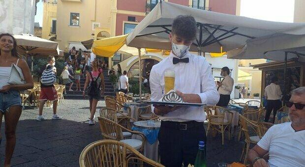 Covid, 4 italiani su 10 non riescono a rispettare le regole: i più indisciplinati gli uomini under 40