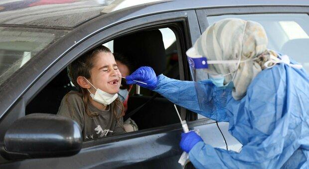 Israele, il 40% dei nuovi casi ha meno di 11 anni. Lo studio: con terza dose anticorpi 10 volte maggiori