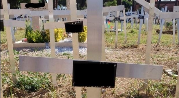 Aborto, un'altra donna denuncia: «Anche il mio nome al cimitero Flaminio. Ora azione legale collettiva»