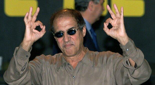 """Adriano Celentano, appello social ai giovani: «Non ammucchiatevi, non fate come """"quelli"""" senza mascherina»"""