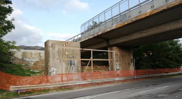 Uno dei cantieri per i viadotti dell'autostrada A24