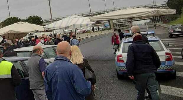 Roma, Raccordo anulare bloccato per tre ore dagli ambulanti. La protesta si sposta in centro
