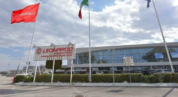 Il prefetto di Latina in visita allo stabilimento Leonardo di Cisterna