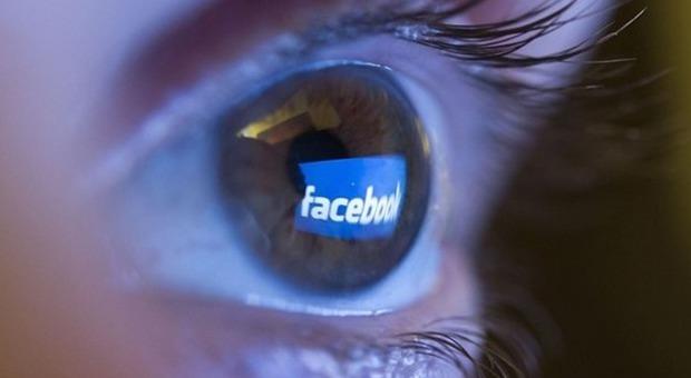 Facebook, esperimento segreto su 700mila utenti dimostra che i social condizionano il nostro umore. Ma è polemica