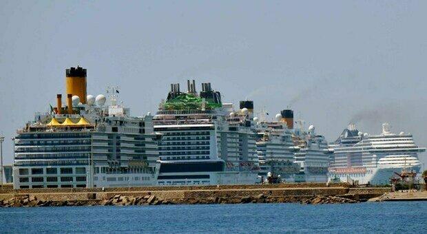 Germania, focolaio Covid a bordo: sulla nave restano in quarantena 1.000 operai