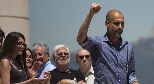 Catalogna, Pep Guardiola guida il popolo per l'indipendenza: «Il referendum si farà»