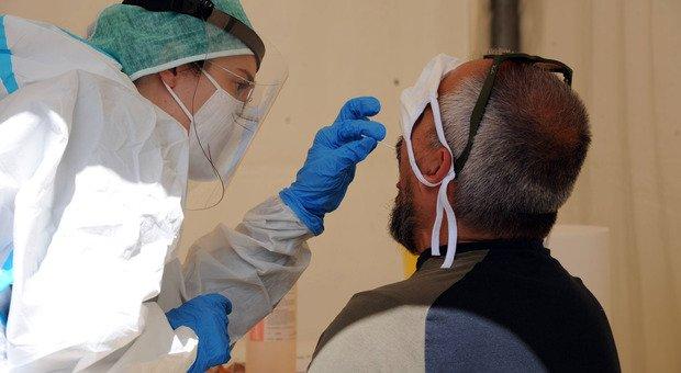 Covid Lazio, Spallanzani: «Tampone solo dopo test rapido con alta carica virale»
