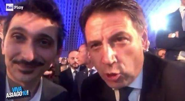 Conte e Fiorello, l'irruzione del premier in diretta e lo scambio scherzoso su Twitter: «Faremo i conti»