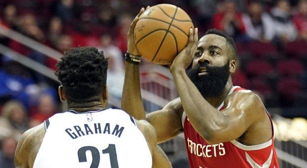 Non bastano i 58 punti di Harden: Houston ko con i Nets. Belinelli show