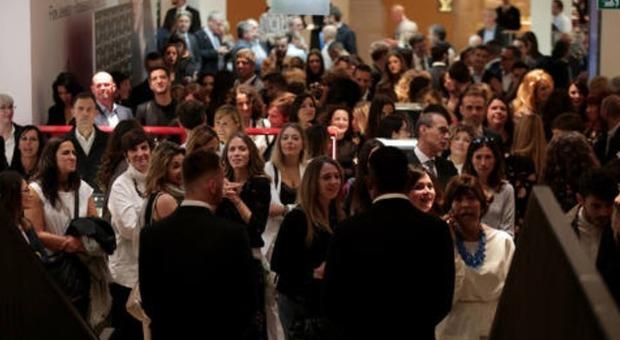 Roma, la Rinascente, folla e code all'inaugurazione. Zingaretti: «Riapre un pezzo di storia»