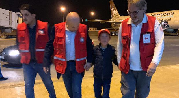 Alvin torna in Italia, il bimbo non parla più italiano: la madre lo aveva portato in Siria
