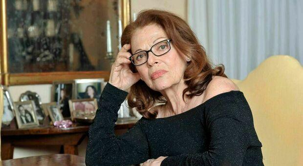 Valeria Fabrizi in lacrime a Live non è la D'Urso: «Ho subito un furto da 200.000 euro, mi resta la fede»