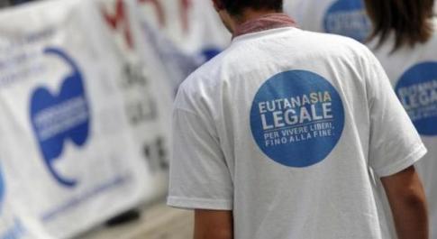 Fine vita, 761 richieste in Italia per la «dolce morte» (e aumentano ogni anno)