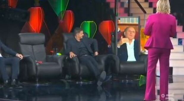 Gerry Scotti torna in tv (virtualmente): il collegamento a Tu si Que Vales commuove