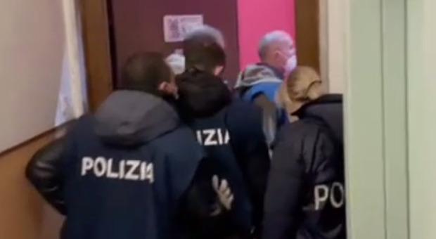 Terrorismo suprematista, arrestato 22enne di Savona: perquisizioni in tutta Italia
