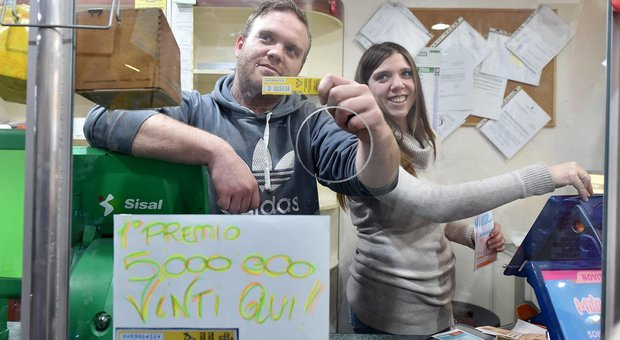 Il primo premio di 5.000.000 di euro vinti nella tabaccheria di via San Donato 64, Torino, 7 gennaio 2020
