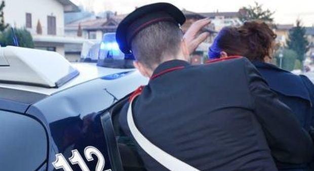 Madre faceva prostituire i figli di 3, 4 e 7 anni: fra i clienti anche un carabiniere