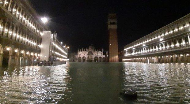 Risultati immagini per acqua alta venezia