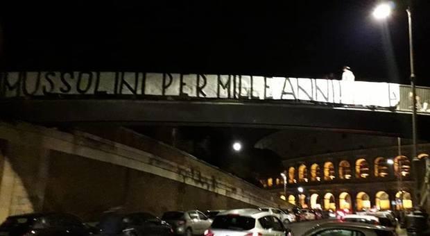 «Mussolini per mille anni», striscione choc di Forza Nuova al Colosseo